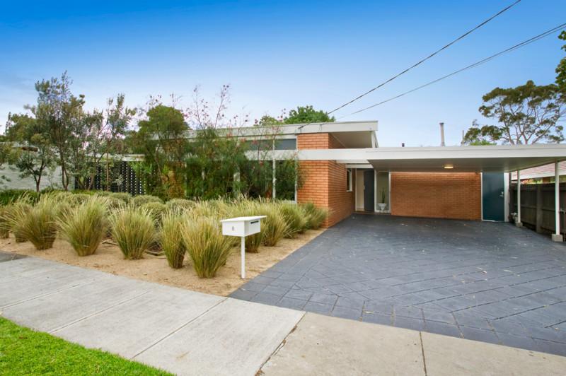 Backyard garden ideas - Australian Native Plants And The Bush Garden Style Grass Trees