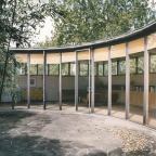 Mid-century modern courtyards