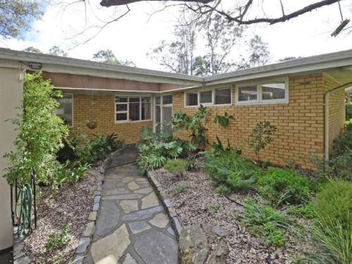 Modernist South Australian - Entry path and garden (www.realestate.com.au)