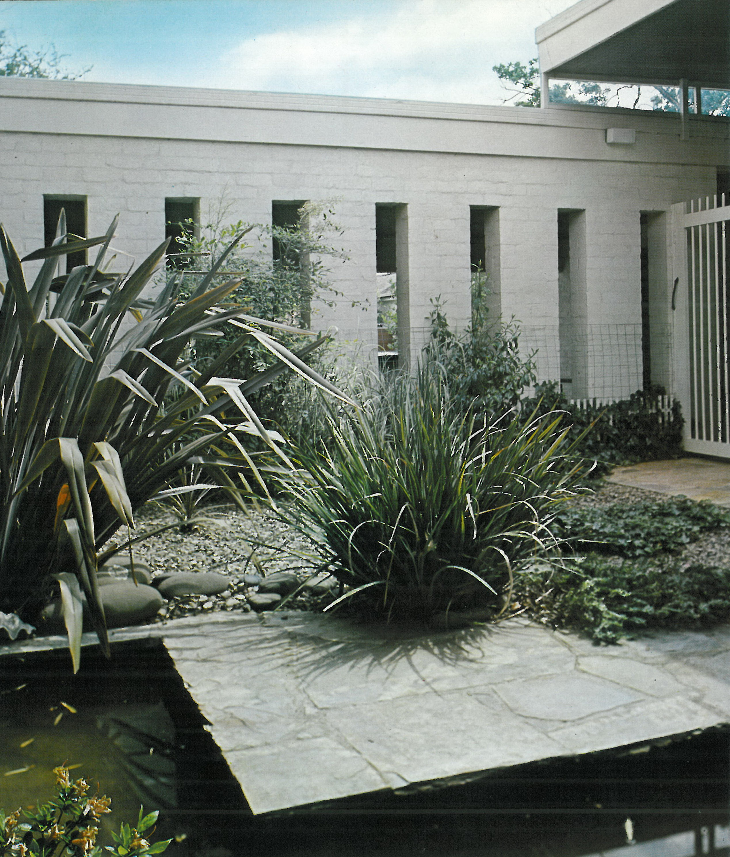 Iconic australian landscape architects ellis stones for Courtyard landscaping australia