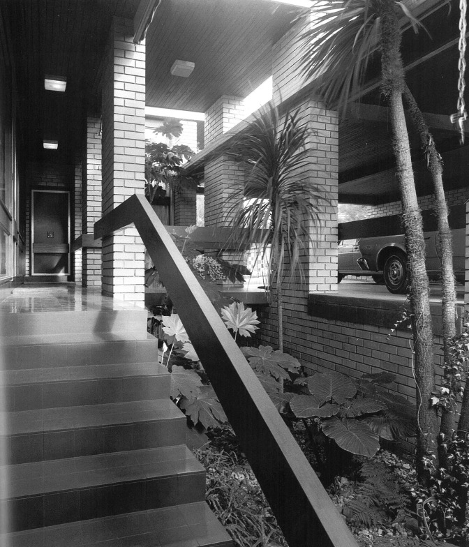 Robin Boyd's Burgess House - Scan from 'Living in Australia'