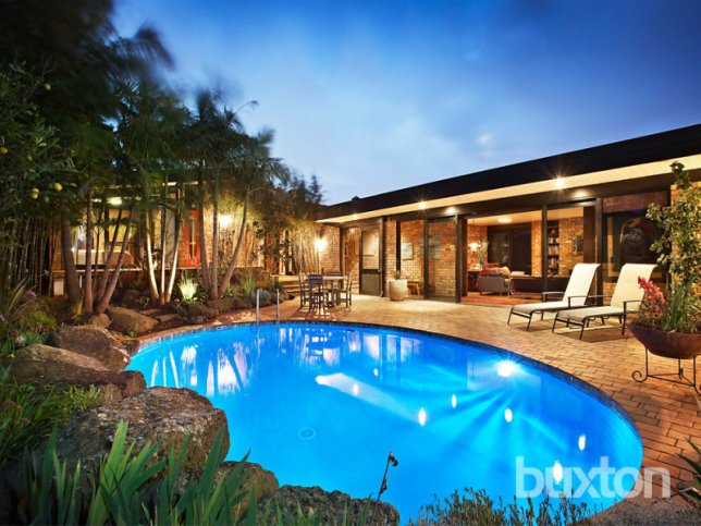 Mid-century house and garden in Beaumaris (via realestate.com.au)